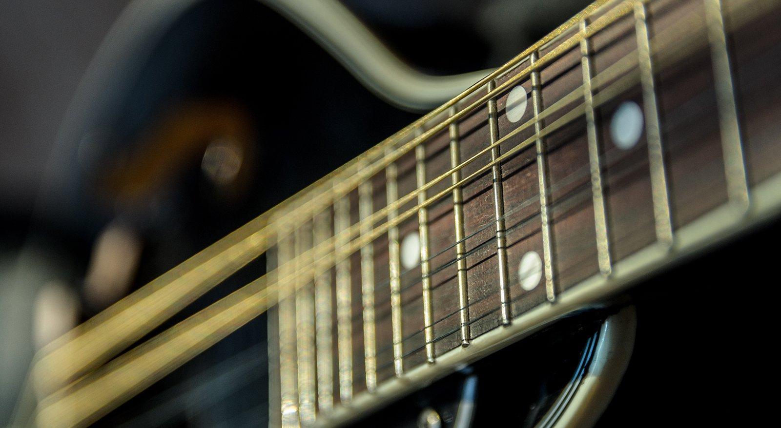 QCM-D analogy guitar